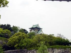 大阪城(若干見える)