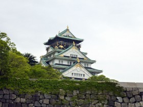 大阪城(やや見える)